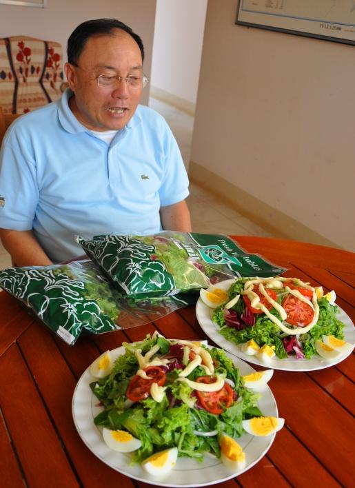 TS Bá Hùng giới thiệu món salat rau ngủ