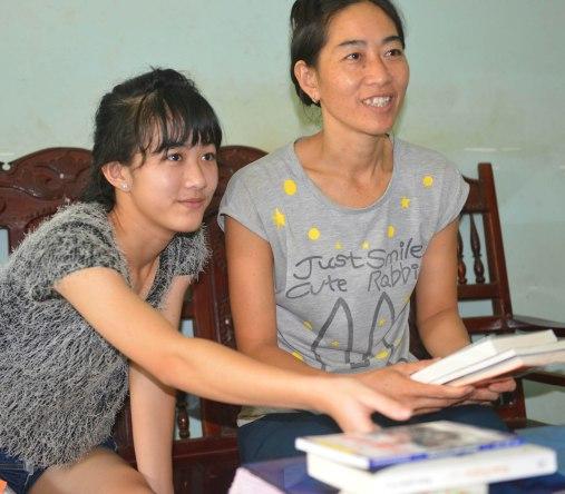 Vi và mẹ rất thích những cuốn sách hay trong số quà tặng