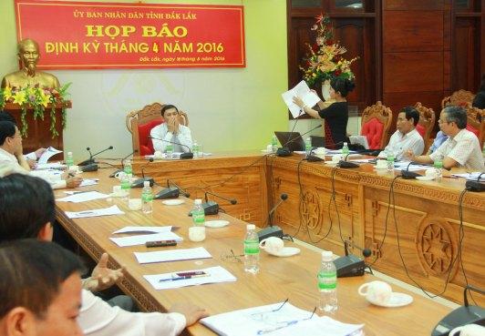 Đại diện báo Tiền Phong chứng minh ông giám đốc Sở Y tế đã báo cáo sai sự thật với cấp trên