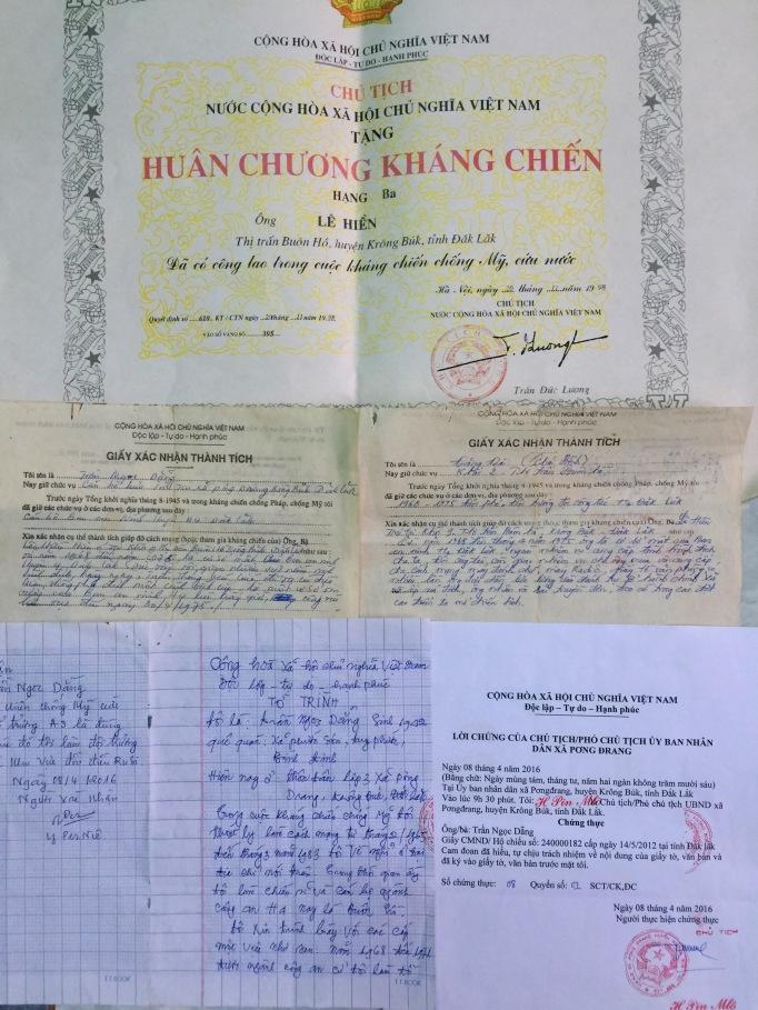 Các giấy xác nhận thành tích và Huân chương kháng chiến của bố Bs Lê Minh Thông