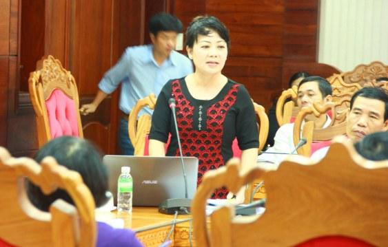 Nhà báo Hoàng Thiên Nga chất vấn ông Doãn Hữu Long về vụ mua máy hấp rác 3 tỉ chưa dùng đã hỏng