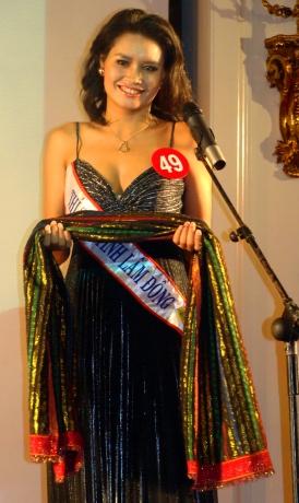 Á hậu I Tây Nguyên K'The khi dự thi Hoa hậu Quý Bà 2009