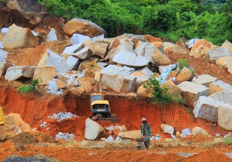 Khai thác đá trái phép đầu tháng 8 tại xã Hòa Sơn huyện Krông Bông
