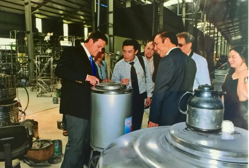 Chuyên gia cơ khí người Mỹ tìm hiểu công nghệ của cơ khí Đăng Phong