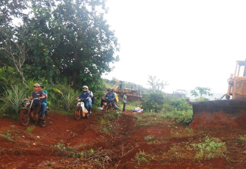 Hiện trường nơi Cty Long Sơn đưa xe máy vào san ủi rẫy của dân