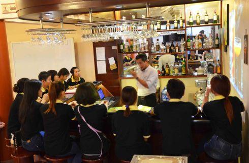 Lớp học Bartender tại Cty Đam San