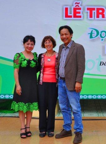 2 nhà báo của báo Tiền Phong cùng bà Chủ tịch Hội Hữu nghị Pháp Việt vùng Choisy Le Roi