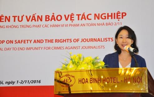 Bà Misako Ito đến từ UNESCO Bangkok trình bày về Chỉ số an toàn nhà báo của UNESCO