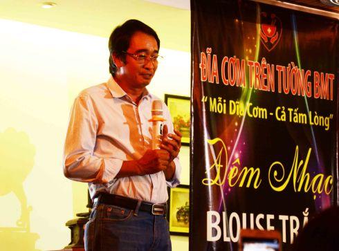 Bs Huỳnh Thanh Hiển chúc mừng chi nhánh DCTT BMT thành công