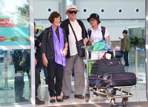 Đón nhà tài trợ từ Pháp sang tại sân bay Buôn Ma Thuột