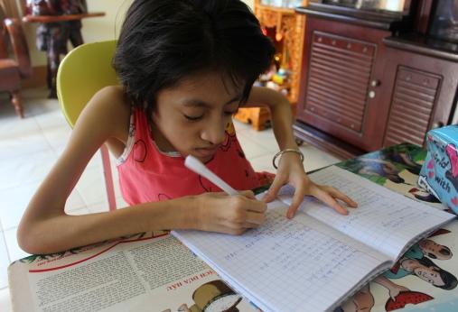 Tú Uyên 16 tuổi tự học ở nhà