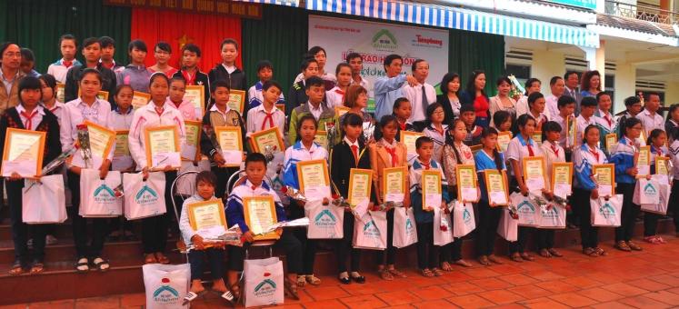 Trao học bổng Đọt chuối Non năm 2014