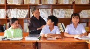 Trái qua Ái Vy bà Simon Văn Huy và Thảo Vy