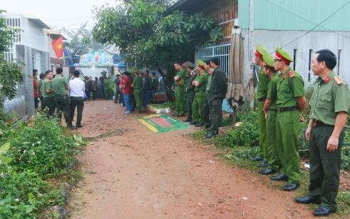 Đồng đội chờ dự lễ truy điệu cố đại úy Ngô Quang Cường