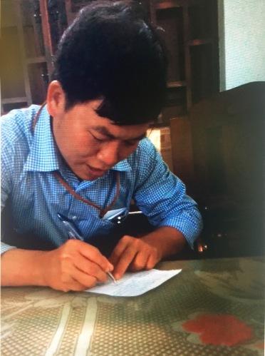 Ông Mai Hiền viết giấy nhận 50 triệu đồng tiền chạy việc - Ảnh cắt từ video clip