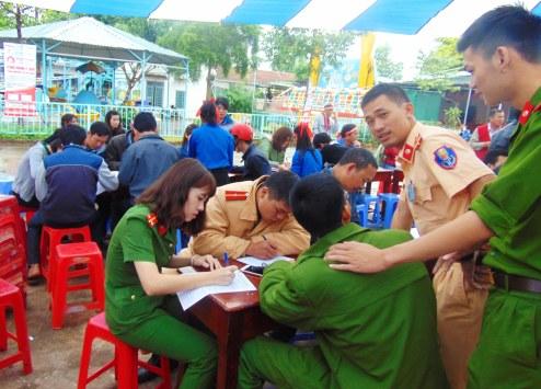 Chi đoàn Công an huyện đăng ký hiến máu