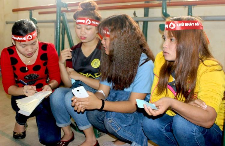 Phóng viên phỏng vấn 3 nữ sinh dân tộc Ê Đê- Ja Rai lần đầu tham gia hiến máu