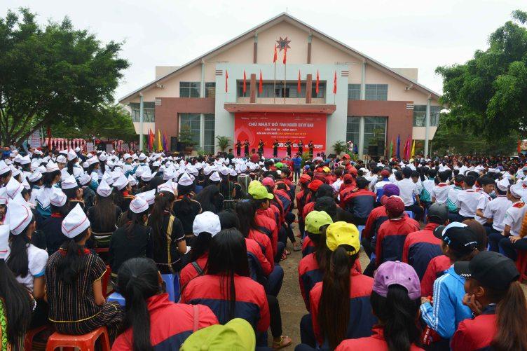 Quy mô lớn và đa dạng sắc màu văn hóa các dân tộc tại lễ khởi động Chủ Nhật Đỏ huyện Cư Mgar