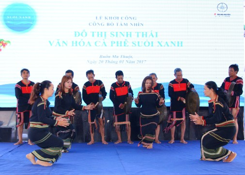 Sắc màu văn hóa dân tộc bản địa trong lễ khởi công đại dự án Đô thị Suối Xanh