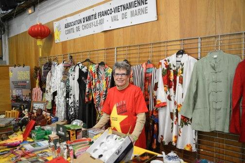Gian hàng gây quỹ học bổng của Hội Hữu nghị Pháp Việt vùng Choisy le Roi