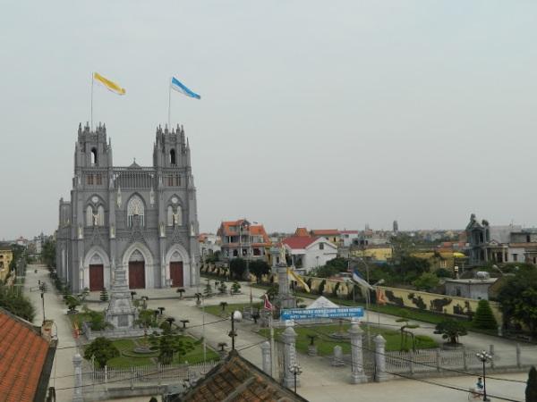 Image result for nha tho phu nhai